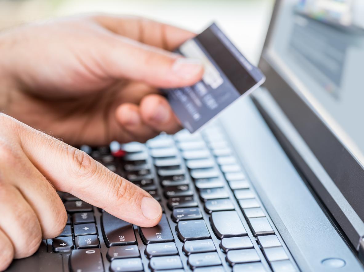 Peritaje de fraude bancario y estrategia online